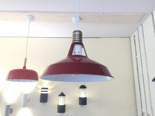 Pakabinamas šviestuvas raudonos spalvos 1