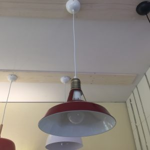 Pakabinamas šviestuvas raudonos spalvos
