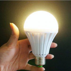 Avarinė LED lemputė su baterija E27