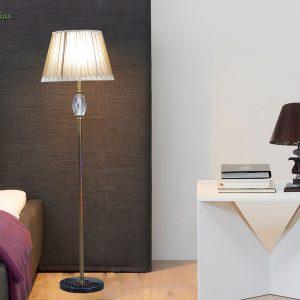 Klasikinis stalinis šviestuvas rudos spalvos